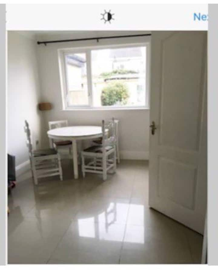 Double bedroom available. 5 mins from airport