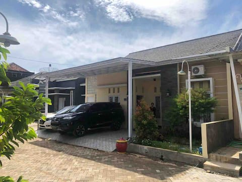 home stay Nyaman di tengah kota