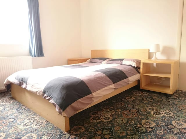 Double room, near station, parking - Sutton Coldfield - House