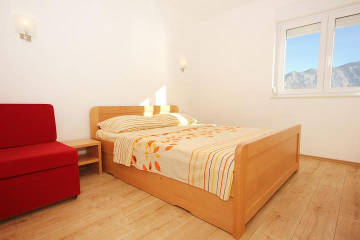 One bedroom apartment with balcony and sea view Duće, Omiš (A-9437-g)