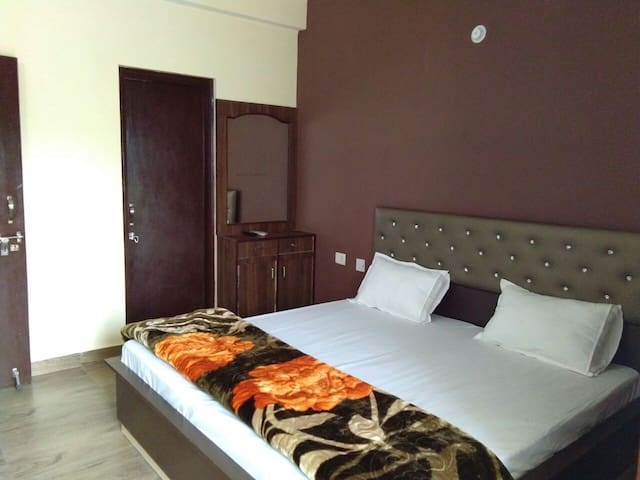 luxurious and splendid celtic bedroomtwo bedroom flat in dubai.  Bed and breakfasts in Nainital