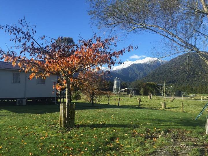 Perivale Farm Cottage -