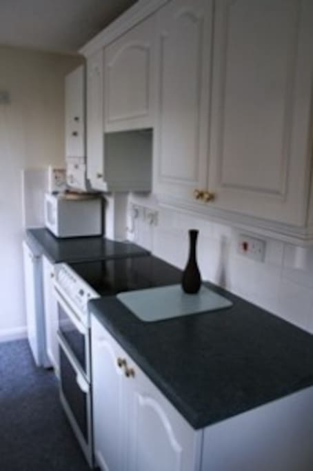 Well equipped kitchen with dishwasher, washing machine, microwave, double oven and many extras