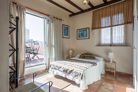 Habitación con gran terraza privada - Sevilla