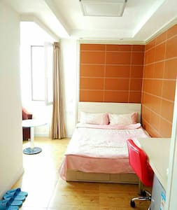 A room with Private Bathroom   good seaview subway - Qingdao