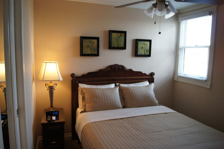 Bedroom 1 - Queen Bed, Ceiling Fan and in-Wall A/C