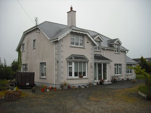 VICTORIA HOUSE, KILRANE, ROSSLARE - Rosslare Harbour - Bed & Breakfast