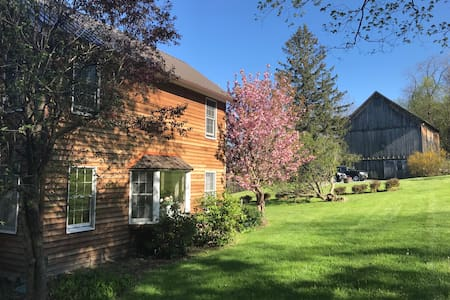 Spacious Self-Contained Suite & POOL, Canandaigua