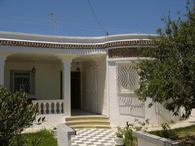 Loue Villa au bord de la mer  - Kélibia - Willa