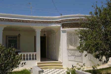 Loue Villa au bord de la mer  - Kélibia