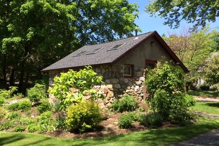 Charming Berkshires Cottage - Great Barrington