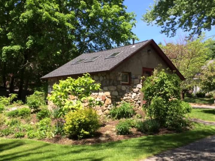 Charming Berkshires Cottage