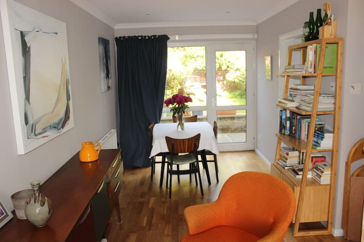 2 bedroom house sleeps 6 - Bearsden - House