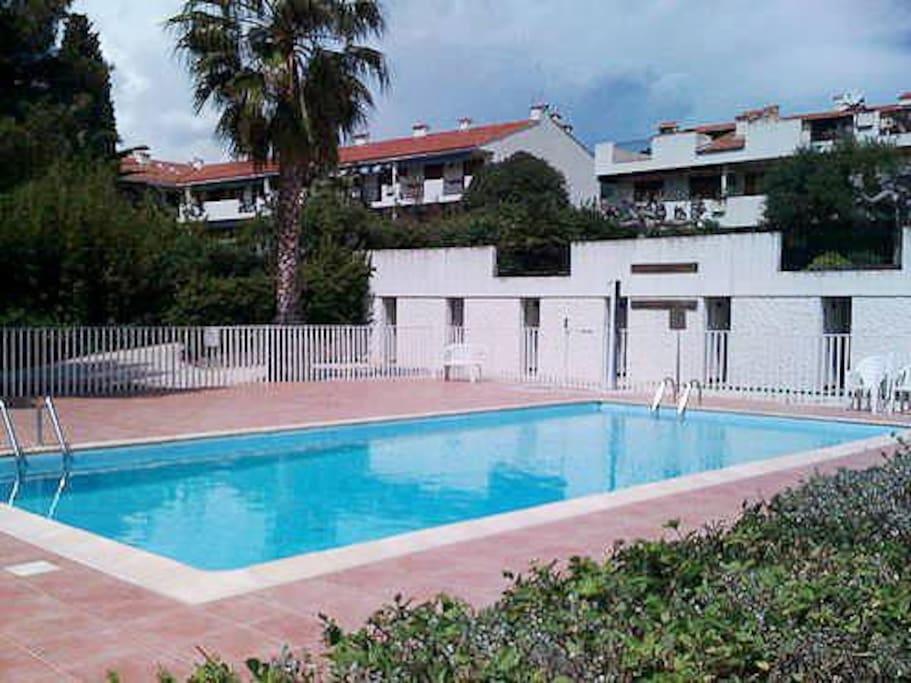 Bel appartement tout quip piscine et proche mer for Piscine carqueiranne