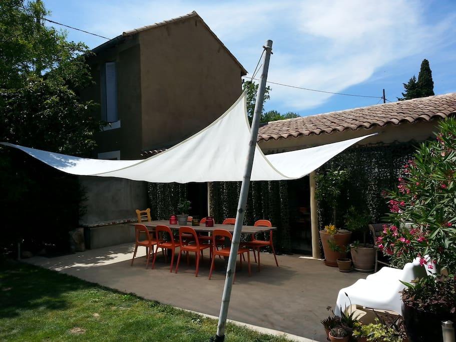 En Provence pas de terrasse sans ombrage!