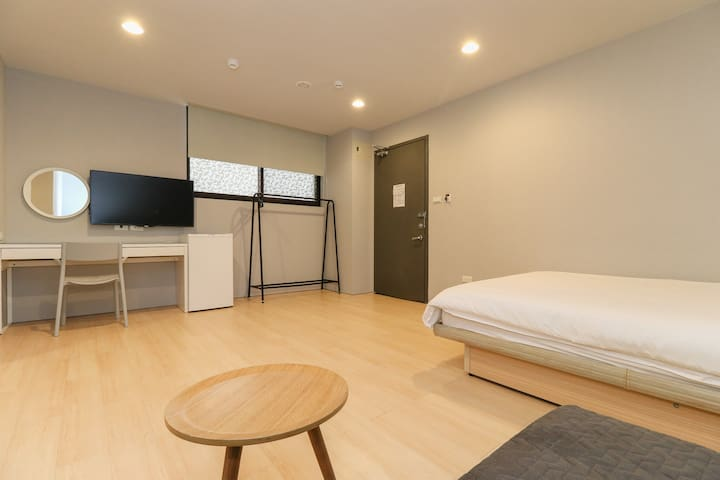 Double room with sofa bed, 5 min to MRT