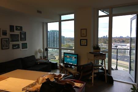 Bright, modern condo near downtown - Toronto - Wohnung