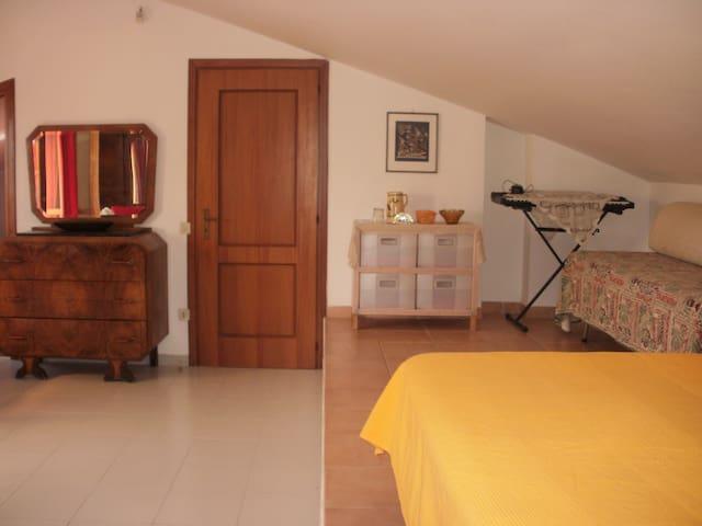 ampia camera con bagno indipendente - Pomezia
