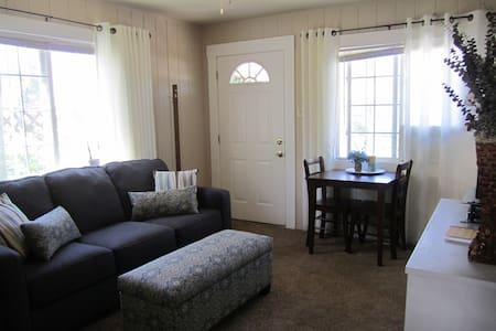 Modern, minimal & comfortable - Grass Valley - Wohnung