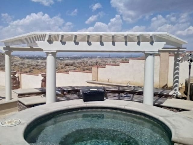Upscale Exclusive View with Pool/Jacuzzi & Sauna