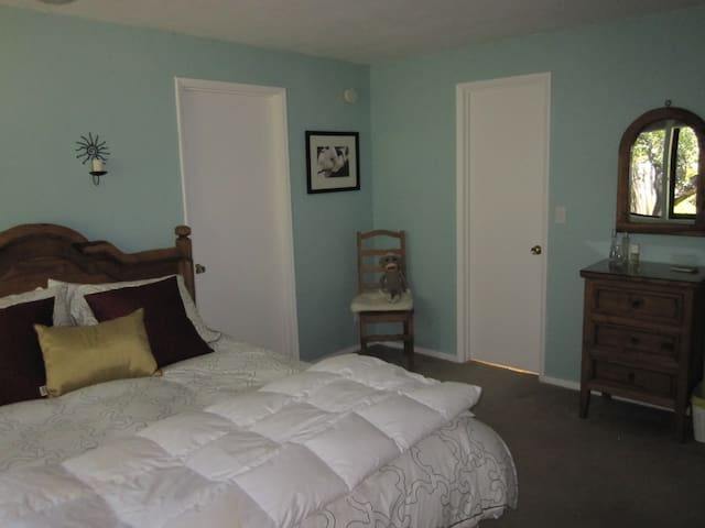 Cozy 2 bedrooms with Parking. - Carmel Valley - House