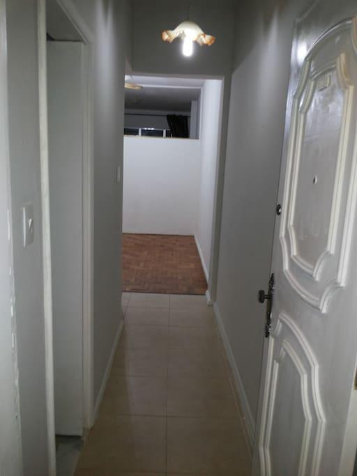 Este apartamento está terminando sua reforma. As camas e sofá ainda serão incluídos