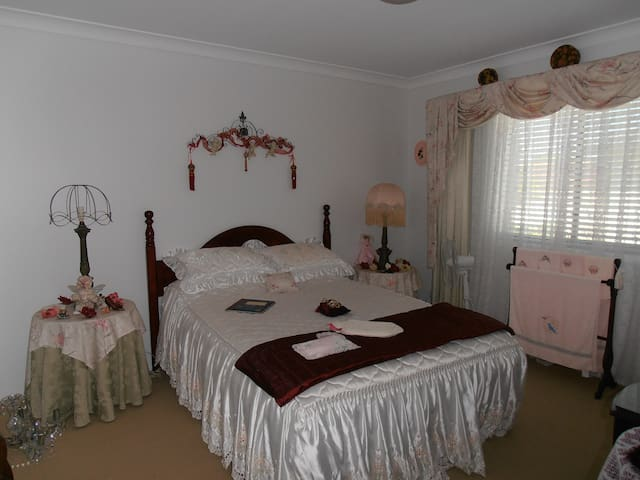 Home Stay close to Uni & Hospital - Arundel - House