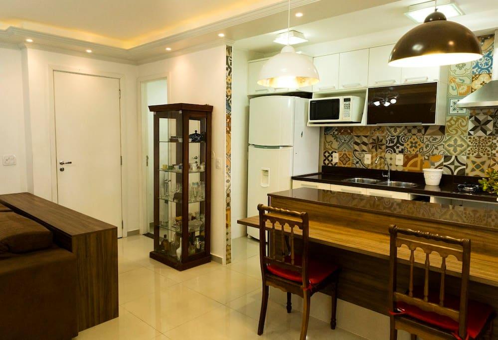 Ar condicionado da sala refrigera muito bem a sala e a cozinha