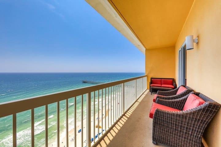 Beachfront condo w/shared resort pools, Tiki bar, fitness room - ocean views!