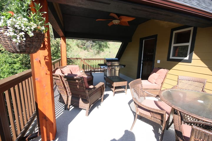 The Fintry Delta Guest House - Kelowna - Cabin