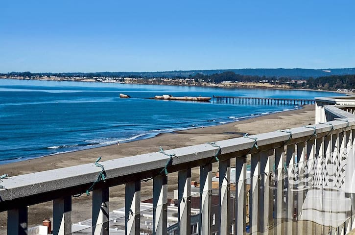 Modern Ocean View 2 BD w Parking. - Aptos - Casa