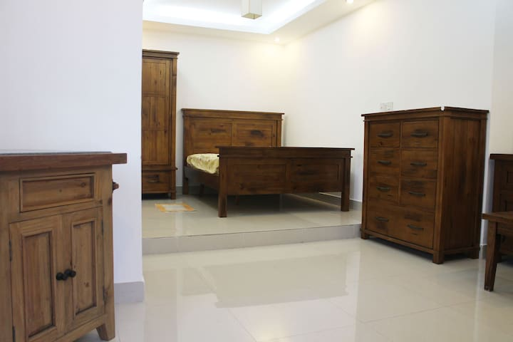 Spacious bedroom w. private bathroom - Ho Chi Minh City - Rumah