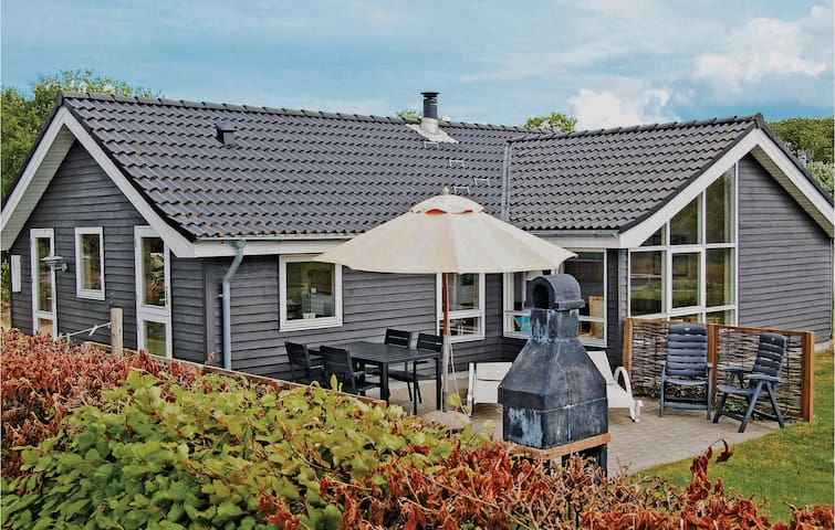 Holiday cottage with 3 bedrooms on 102m² in Tarm