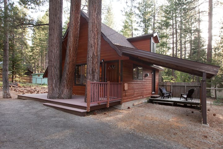 Charming and Newly Remodeled Cabin - South Lake Tahoe - House
