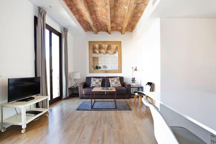 Bright and open Apartment near Sant Antoni