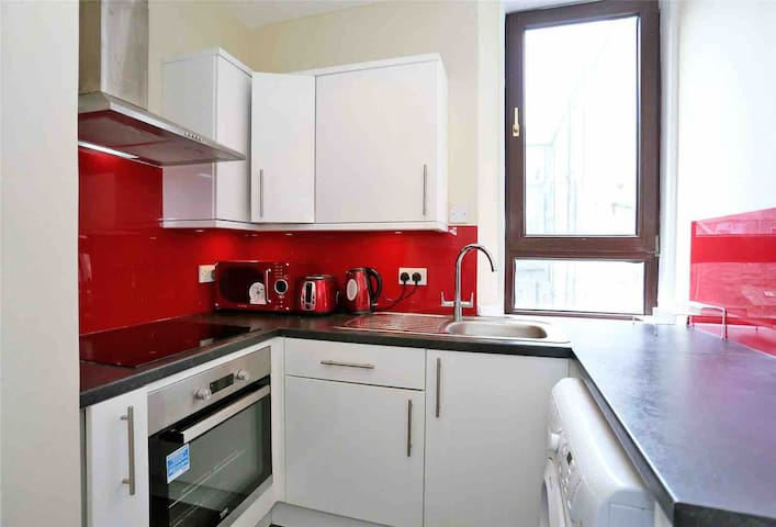 Lovely 1 bedroom flat in Aberdeens West End.