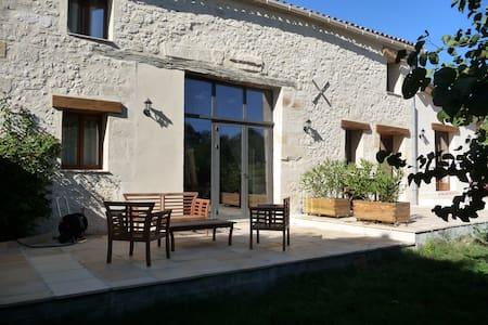 1/4h St Emilion Longère piscine priv sécurisée spa - Minzac - House
