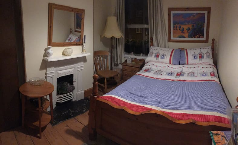 Central Newton Abbot, One Double room