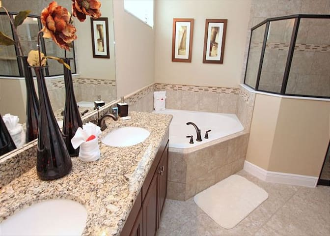 5 Ensuites, Game Room, Arcade, BBQ,Private View - Kissimmee - Hus