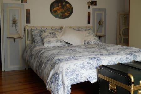 Elegante camera con balcone - Trarego Viggiona