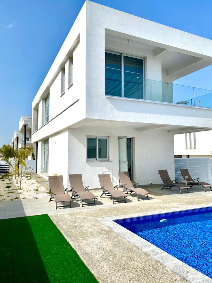 SunnyVillas: 3BR Modern Villa☆Private Pool@Trinity