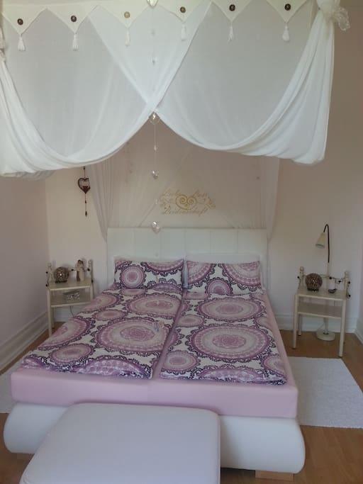 Schlafzimmer mit traumhaften Betthimmel!