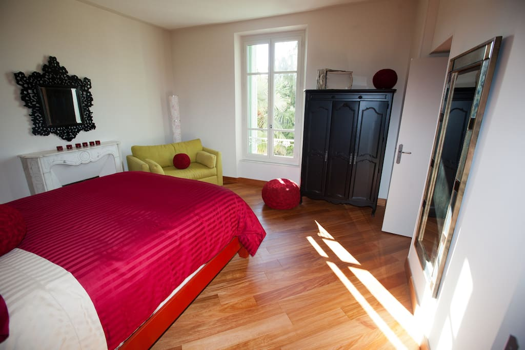 The 'Red Rose' Room (queen size bed)