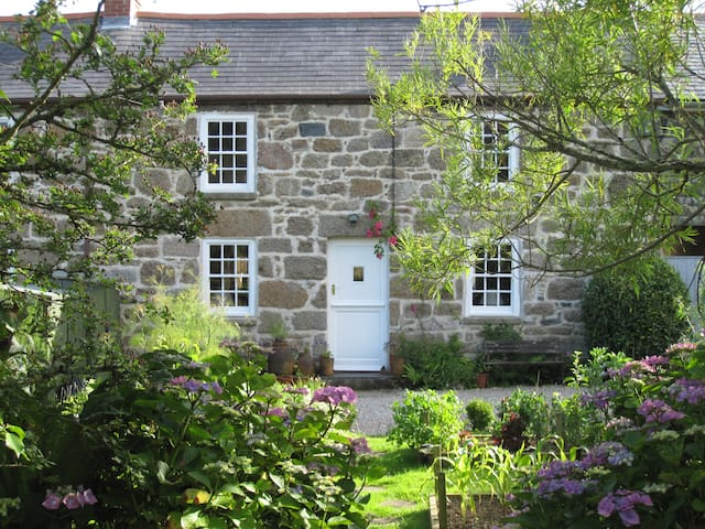 Charming cottage near St Ives..... -  Lelant Downs, Hayle - Rumah