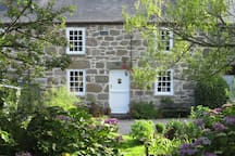 Idyllic granite cottage  in a secluded valley near St Ives