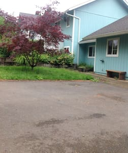 Room for rent in shared lower level house share - Portland