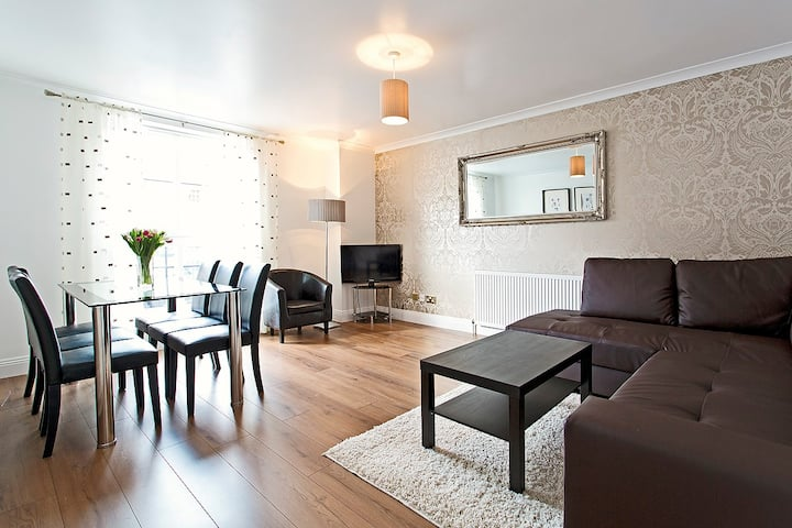 MODERN 3 BED - CITY-CENTRE sleeps 8 - Apartments for Rent ...