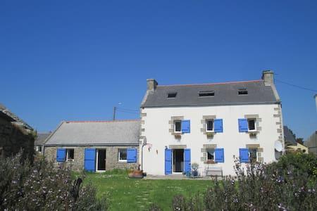 la maison aux mouettes et aux volets bleus - Lampaul-Plouarzel