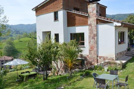 Casa con vistas en Borines
