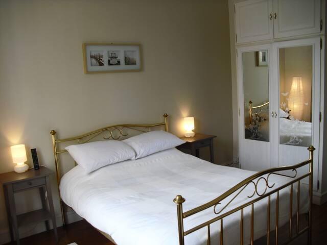 Rent a Private Room/Chambre à louer - Enghien-les-Bains - Daire